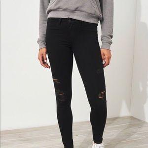 hollister ripped jean legging . MAKE ME AN OFFER🖤
